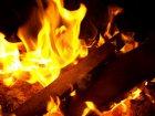 Feuer im Kamin oder Ofen anzünden