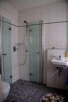 Dusche und Badewanne von Kalk befreien