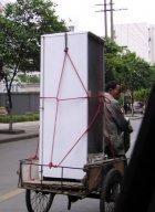 Einen Kühlschrank richtig transportieren - liegend oder stehend, das ist hier die Frage...