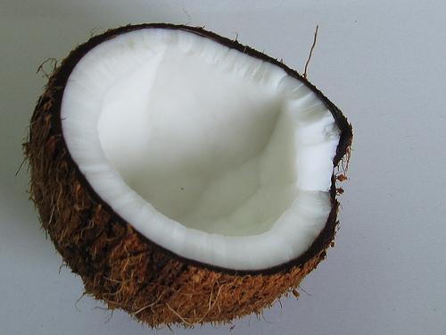 Kokosnusseis lässt sich aus nur wenigen Zutaten ganz einfach selber machen